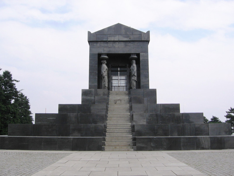 Ivan Meštrović, Monument to the Unknown Hero, Avala, Belgrade, 1938 (source: Wikipedia)